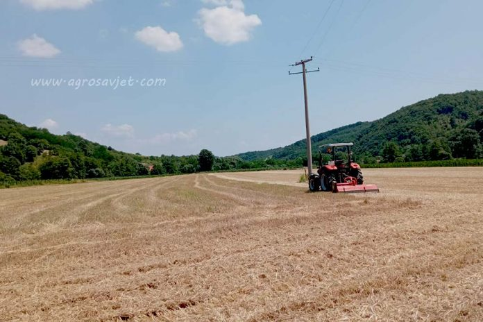 slama i traktor
